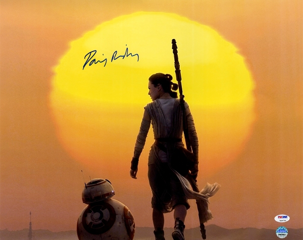 Daisy-Ridley-Signed-Rey-With-BB8-Under-Moon-16x20-Photo--RIDLPHS016002~PRODUCT_01--IMG_1200--514735000