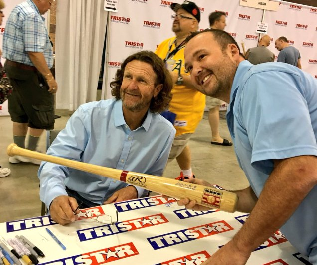 Via @TRISTAR1: HOFer, 2x AL MVP, 3x All-Star, 3x Silver Slugger, 3,000 Hit Club Robin Yount at the #TRISTAR Autograph Pavilion